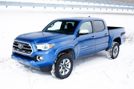 2016-Toyota-Tacoma-Double-Cab-Limited-front-three-quarters1 (2)